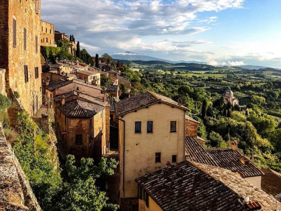 La cittadina di Montepulciano in Toscana, recentemente indicata dalla rivista 'Forbes' come una delle mete top per l'enoturismo mondiale