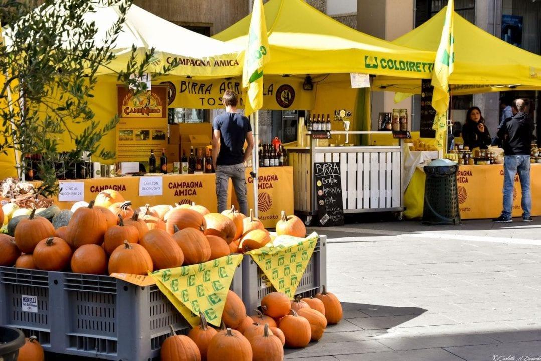 Uno dei mercati di Coldiretti - Campagna Amica che vengono settimanalmente organizzati nelle maggiori città italiane