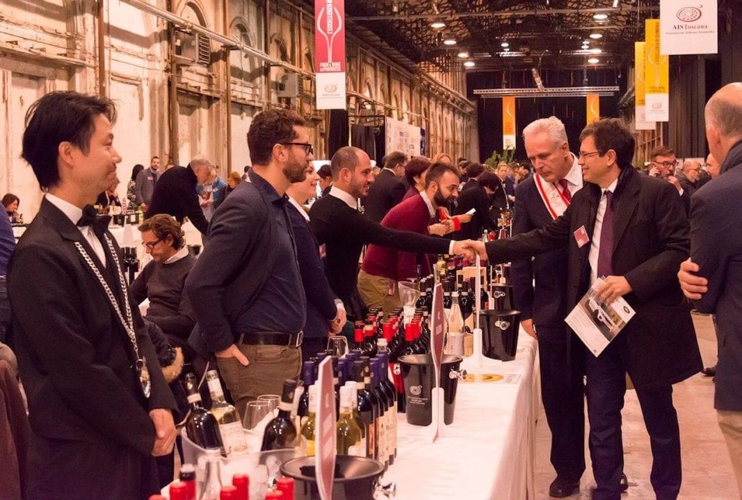 Il presidente del Consiglio regionale della Toscana Eugenio Giani visita l'area AIS dedicata ai vini durante l'inaugurazione di Food & Wine in Progress 2017