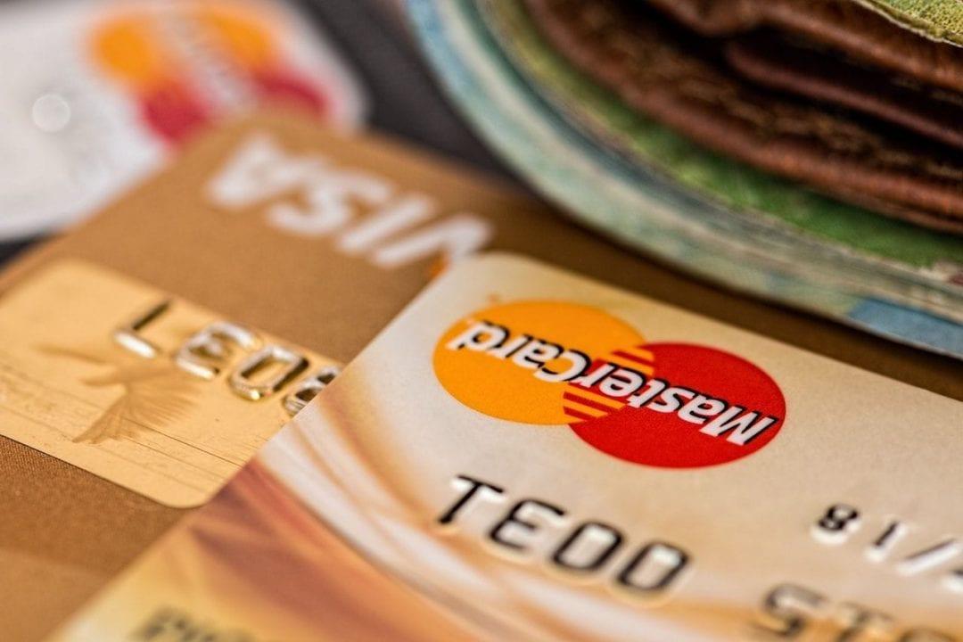 Per i pagamenti online è sempre consigliabile utilizzar carte di credito o di debito prepagate e non quelle collegate ai nostri conti correnti