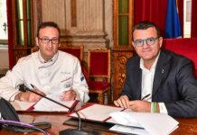 Il momento della firma del protocollo d'intesa tra Rocco Pozzulo, Presidente FIC ed il Ministro Gian Marco Centinaio