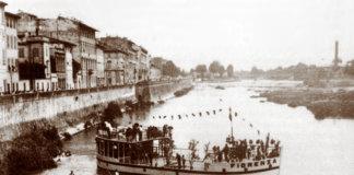 """La motonave """"Fiorenza"""" in navigazione sull'Arno."""