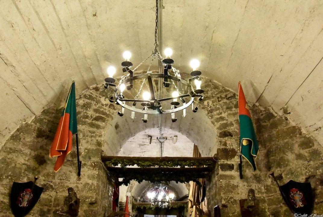 La taverna del Rione Papacqua allestita a festa durante le settimane di Sagra della Castagna a Soriano nel Cimino (Viterbo)