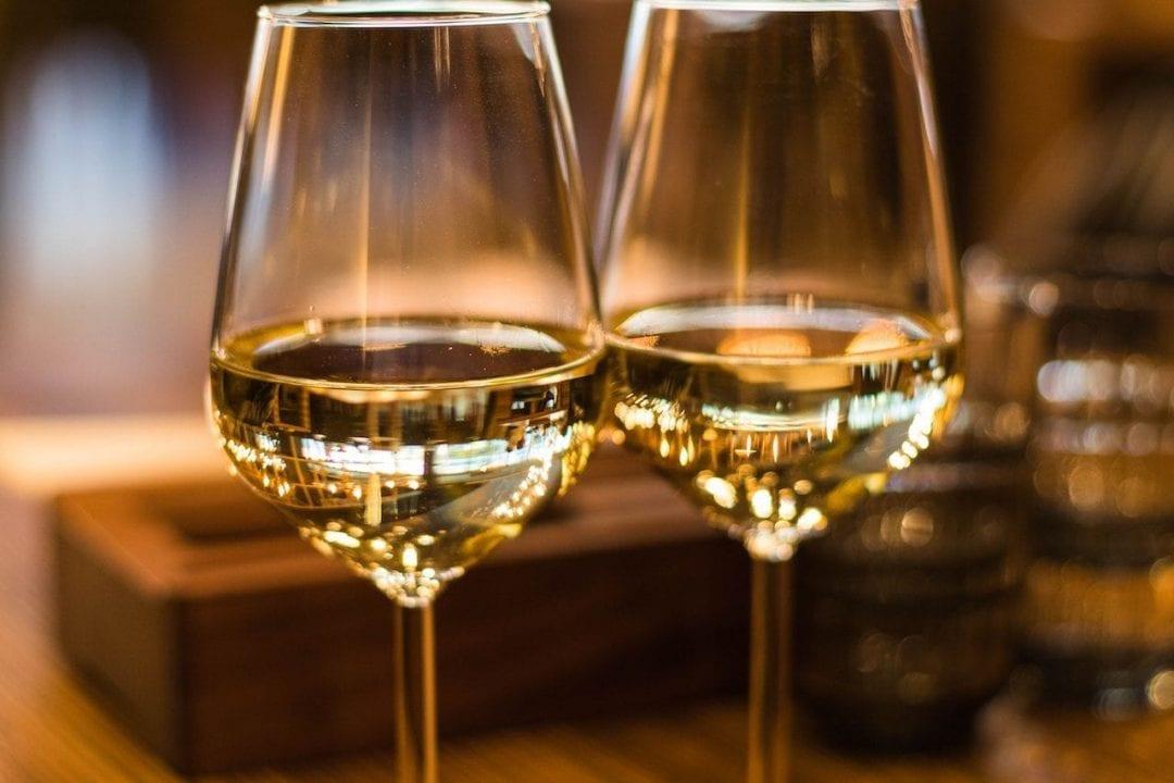 Calici di vino bianco
