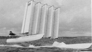 """Il """"Clifton Flasher"""" catamarano progettato da Nigel Irens nel 1973. Aveva 5 vele alari in parallelo."""