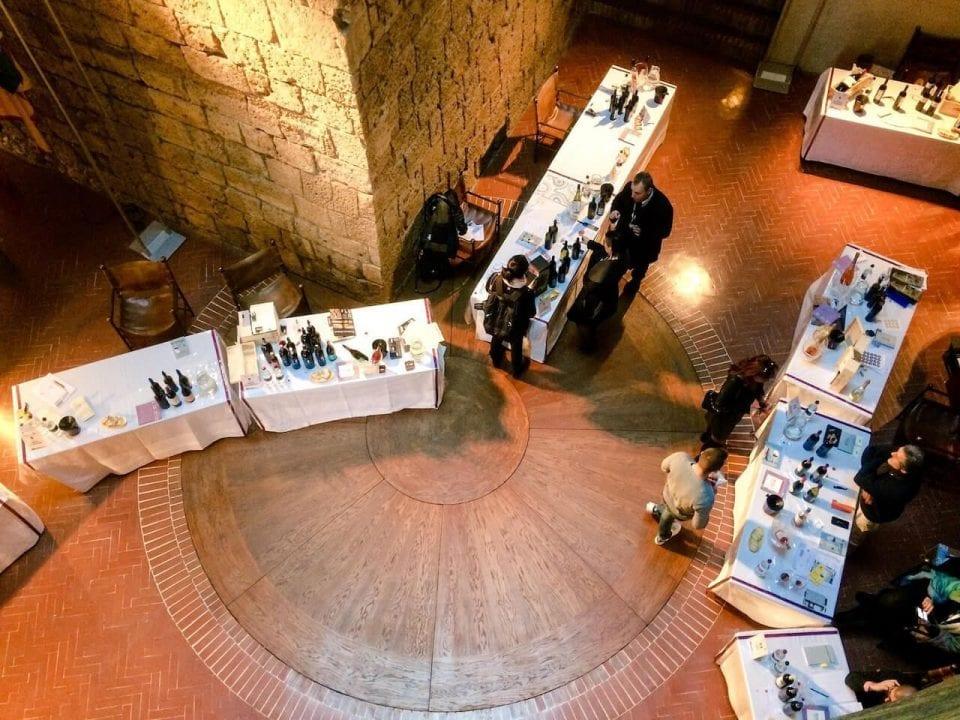 I banchi degustazione di Wine&Siena 2017 allestiti all'interno di Palazzo Salimbeni