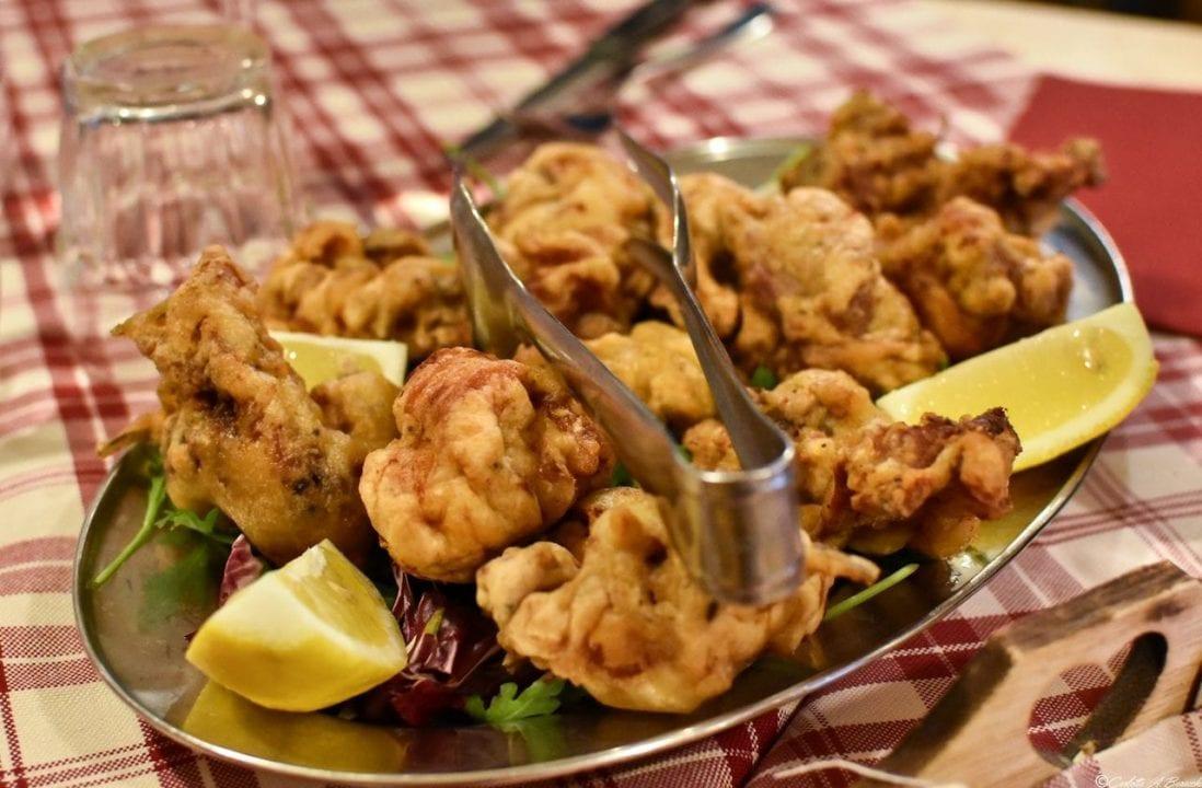 Coniglio fritto: un piatto della tradizione oramai confinato ai soli menu delle Trattorie.