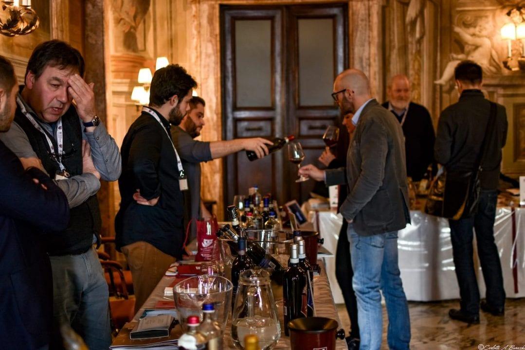 Degustazioni nel salone delle Feste presso l'Hotel Continental, Wine&Siena 2019