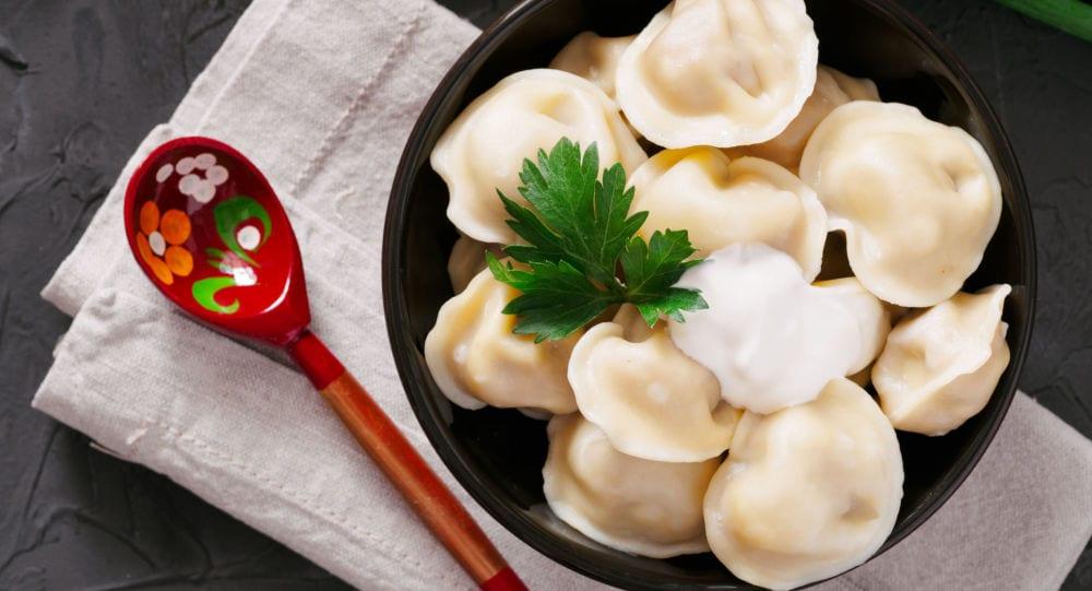 Pel'mèni, pasta ripiena di carne, tipica della Siberia