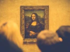 La Gioconda, olio su tavola di legno di pioppo, realizzata da Leonardo da Vinci ed attualmente conservata nel Museo del Louvre di Parigi.
