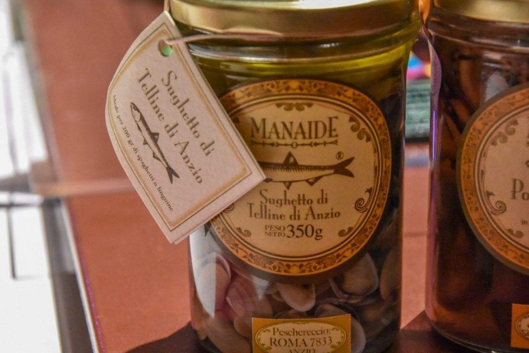 Manaide: sughetto di telline di Anzio con l'indicazione del peschereccio