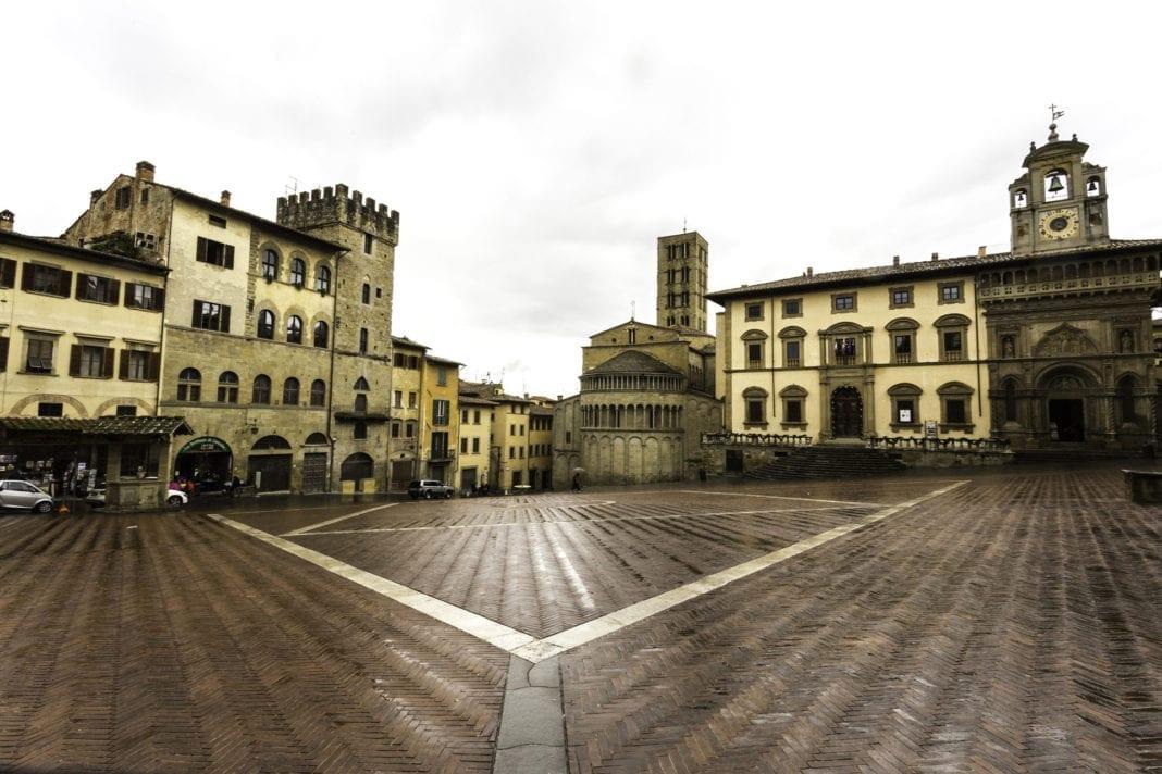 Panoramica di Piazza Grande, Arezzo - photo: Baldo Simone via Wikipedia
