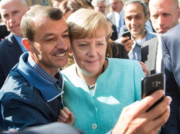 Il trucco della Germania: migranti sedati e rispediti in Italia