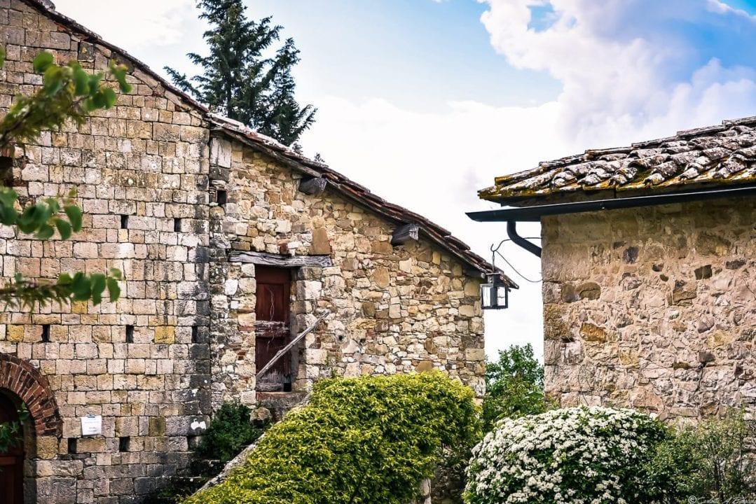 Rocca di Montegrossi, uno scorcio degli immobili in ristrutturazione