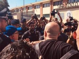 Tensioni a Castel Volturno per l'arrivo di Salvini