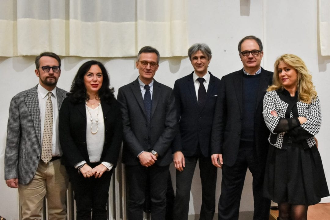 I relatori dell'incontro: da sinistra il Consigliere Reg.le Casucci, la Dott.ssa Sandrelli, il Prof. Roberto, l'Assessore alla Cultura del Comune di Cortona Attesti, il Sindaco Meoni e la Dott.ssa Bruni