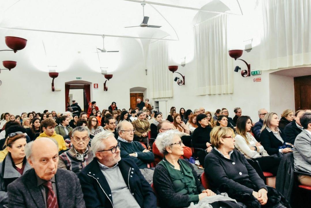 Sala gremita per l'incontro omaggio a Pietro Berrettini, tenutosi sabato 23 novembre a Cortona nei locali dell'ex convento di Sant'Agostino