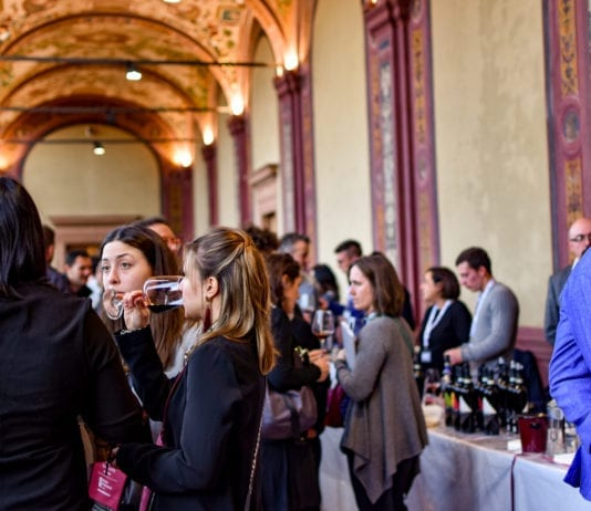 Un momento di Wine&Siena 2019 a Rocca Salimbeni, sede della Banca Monte dei PaschiUn momento di Wine&Siena 2019 a Rocca Salimbeni, sede della Banca Monte dei Paschi